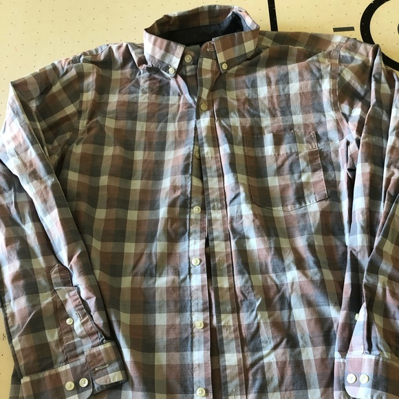 Van Heusen Other - Men's Van Heusen Slim Fit XL Button up shirt
